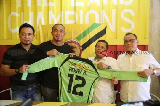 Sriwijaya FC daftarkan Ferry Rotinsulu jadi kiper