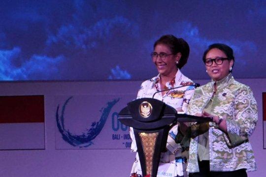 Kenakan batik ikan, Susi buka Our Ocean Conference di Bali