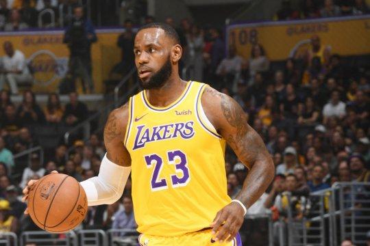 Musim baru bergulir, LeBron James sudah masuki jajaran elit Lakers
