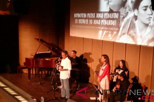 Oppie Andaresta bawakan puisi Joko Pinurbo lewat nyanyian