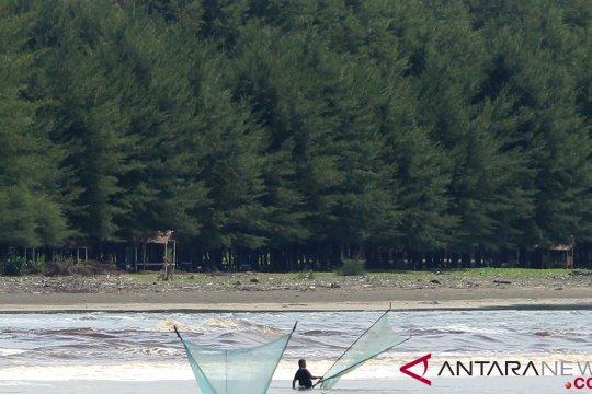"Ratusan ""gampong"" Aceh Barat warganya dibantu pulsa listrik"