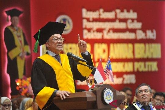 Saat Anwar Ibrahim keseleo lidah sebut Prabowo