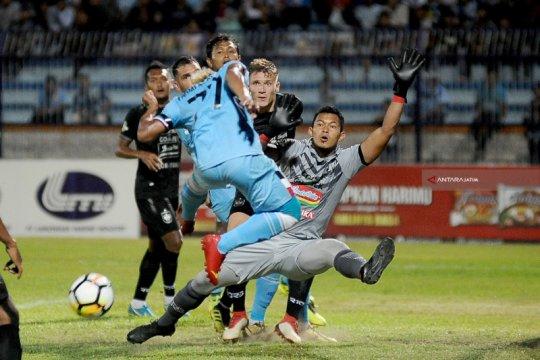 Kiper PSIS Semarang manfaatkan libur kompetisi untuk melatih