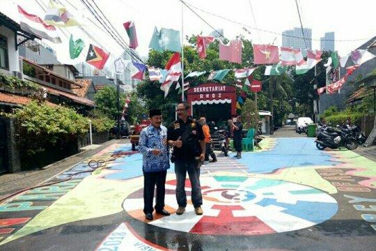 Kirab obor APG Jakbar di Kampung Tomang