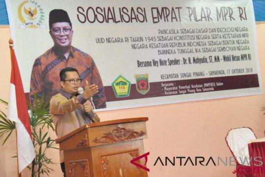 Wakil ketua MPR imbau masyarakat berhati-hati gunakan medsos dan internet