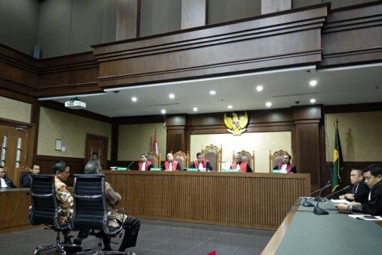 Dua Wali Kota Kendari Asrun-Adriatma divonis 5,5 tahun penjara