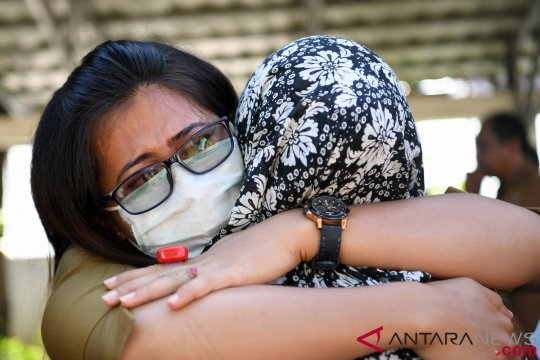 Warga sambut kepulangan keluarga korban gempa Palu