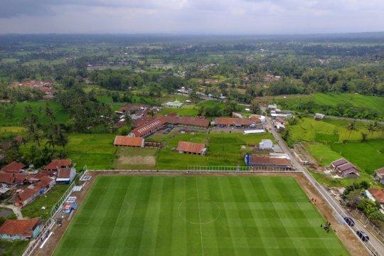 Lapangan Desa dengan Rumput Berstandar FIFA