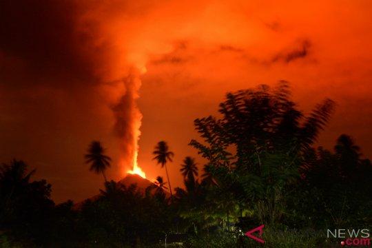 Gunung Soputan meletus tiga kali sejak dini hari