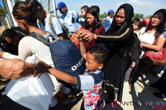 Sebagian pengungsi gempa Palu tiba di Jawa Timur