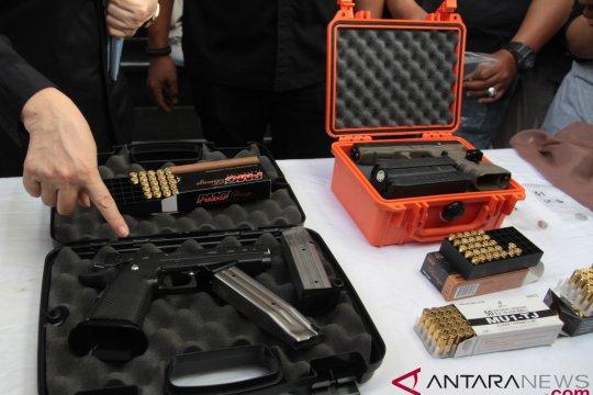 Puslabfor tegaskan peluru nyasar identik dengan senjata tersangka