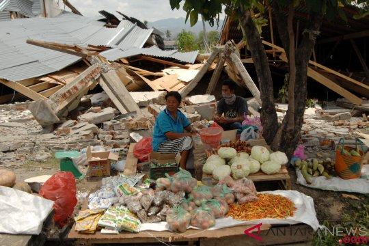 Penyintas Gempa Palu-Donggala Mulai Berjualan