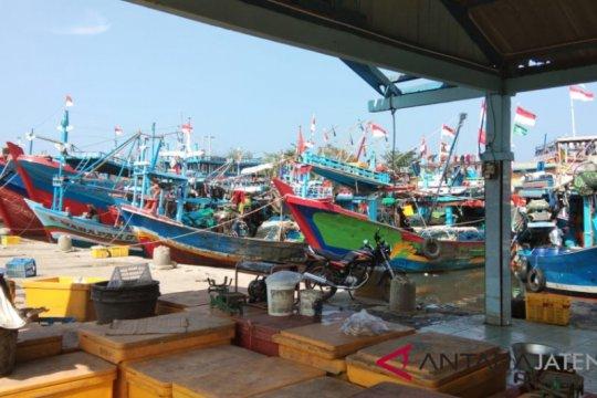 Cuaca buruk, pelelangan ikan di Pekalongan sepi