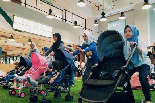 Ibu pascamelahirkan dapat menggunakan stroller untuk berolahraga
