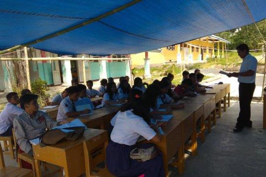 Para siswa korban gempa di Sigi sambut sekolah baru