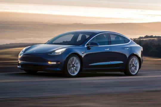 Subsidi dipotong, Tesla naikkan harga sedan Model 3