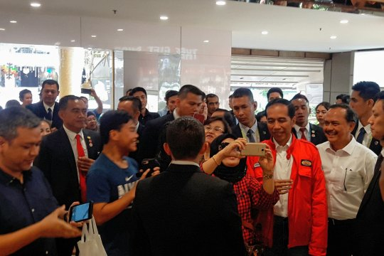 Jokowi ke Lucky Plaza beli bebek kremes