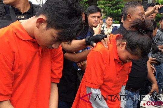 Polisi prarekonstruksi pembunuhan pemandu lagu
