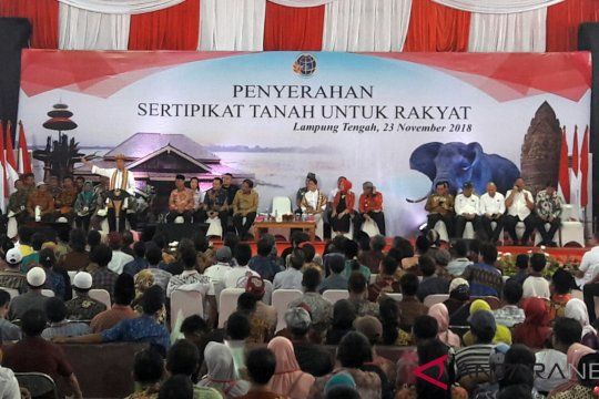 Presiden serahkan sertifikat tanah di Lampung Tengah
