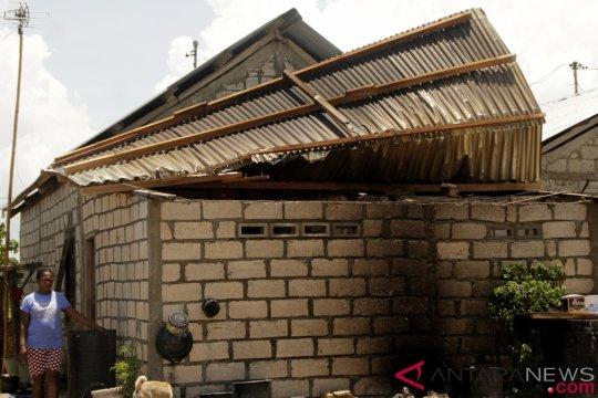 "Sejumlah rumah di Kupang-NTT roboh ""dihantam"" puting beliung"