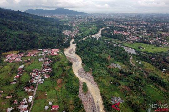 Banjir putuskan jalur Pasaman Barat - Madina, Sumut