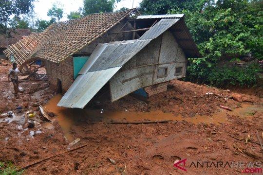 Jawa Barat siaga banjir-longsor hingga Mei 2019