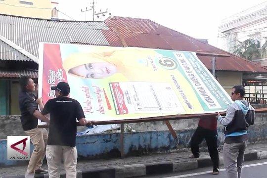 Bawaslu Kota Ternate tertibkan  alat peraga kampanye