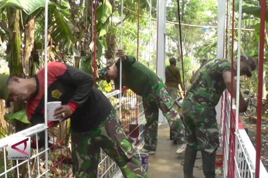 TNI perbaiki Jembatan Gantung Pekalongan