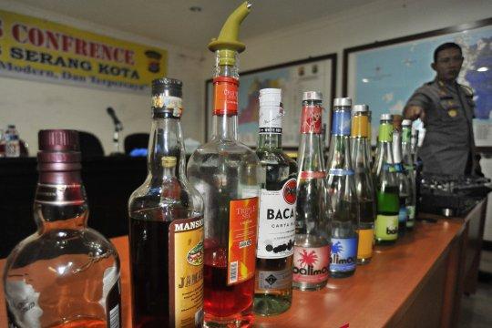 Polisi amankan ratusan kantong minuman keras oplosan di Cianjur