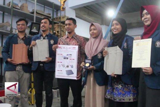 Genteng Styrofoam inovasi mahasiswa UNDIP