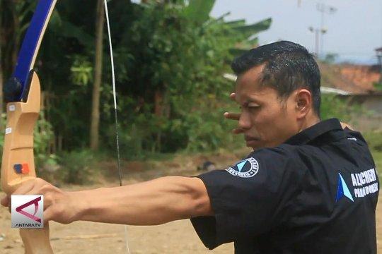 Pembuat busur panah dari Sukabumi