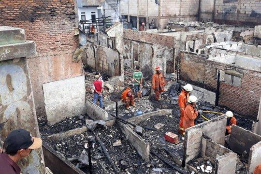 Puluhan rumah tinggal di Kedoya Utara hangus terbakar