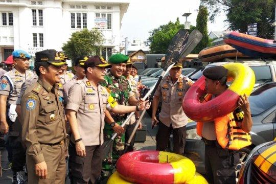 Wali Kota Jakut mencoba memasak di mobil darurat