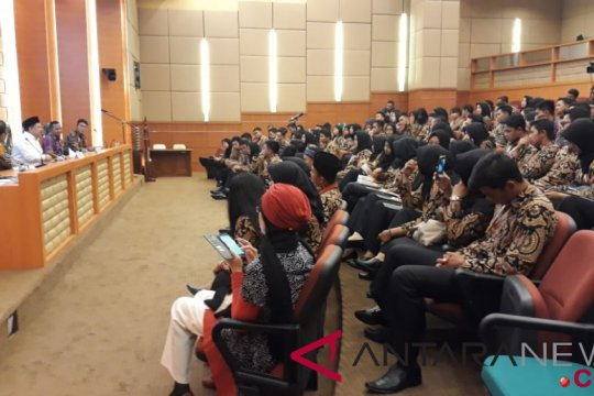 Fahri Hamzah audiensi dengan peserta Kirab Pemuda 2018