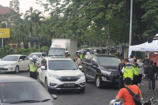 Samsat Jakbar terima Rp60 juta dari razia mobil mewah
