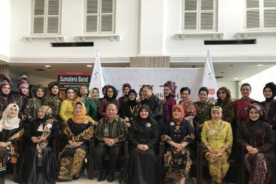Batik Tanah Liek Sumbar diangkat sebagai ikon baru fesyen Smesco