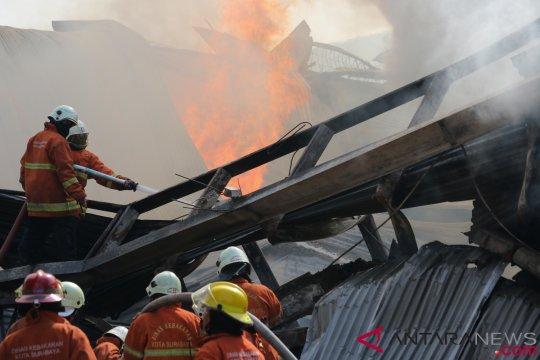14 orang terluka akibat kebakaran pabrik kayu di Lumajang