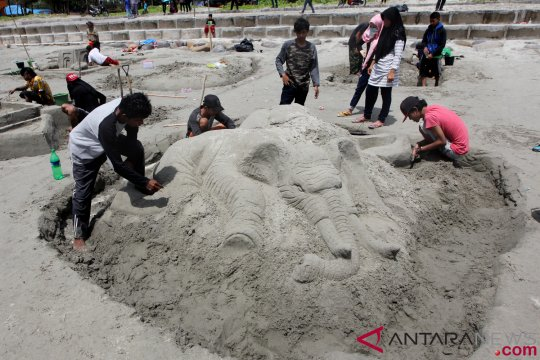 Lomba Patung Pasir 3D Di Pantai Panjang Bengkulu