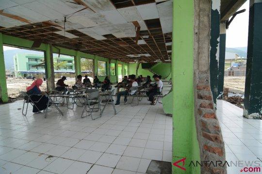 Mahasiswa IAIN Palu kuliah di luar kampus pascatsunami