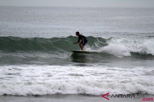 70 anggota Baywatch jaga Pantai Padang