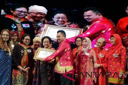 Megawati terima penghargaan dari Purna Paskibraka Indonesia