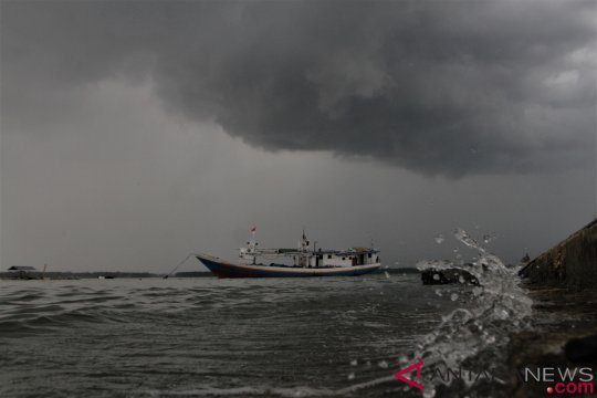 Waspada potensi banjir dan longsor di Sumatera dan Jawa