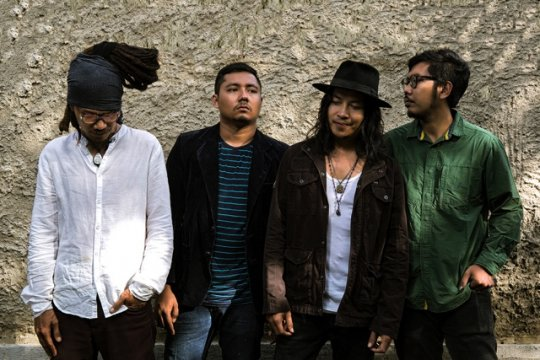 "Navicula rilis album ""Earthship"", karya terakhir bersama Made Indra"