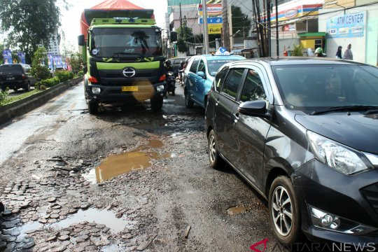 Pengamat transportasi katakan pemerintah jangan abaikan jalan rusak di musim hujan