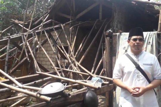 Staf khusus Menpora kunjungi jompo-dhuafa Situ Ciminggir