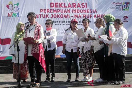 "Sosialisasikan Jokowi-Ma'ruf, ""Perempuan Keren"" rela blusukan pasar"