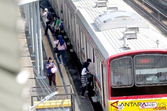 KRL Jakarta-Bogor sempat terganggu karena truk anjlok di Citayam