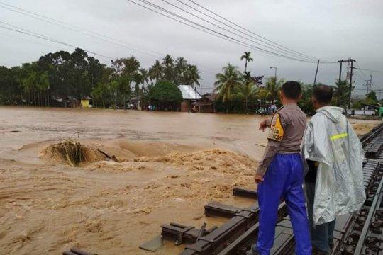 Sejumlah jembatan di Padang Pariaman ambruk dihantam arus sungai