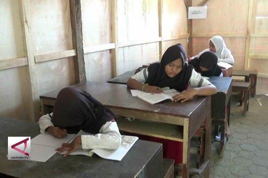 Merajut cita-cita anak korban bencana di sekolah darurat