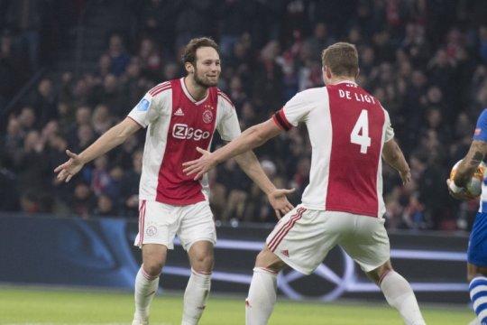 Daley Blind minta semua pemain Ajax legalisir bola trigolnya